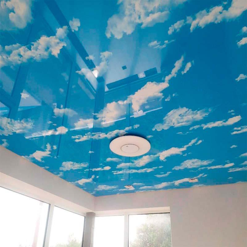 """Глянцевый натяжной потолок с фотопечатью """"небо"""""""