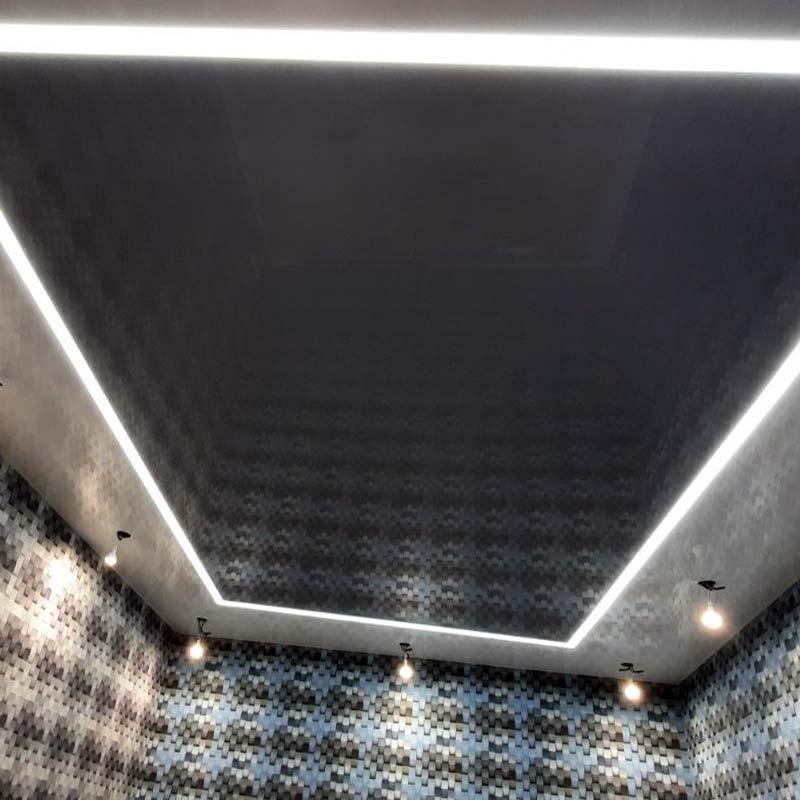 натяжной потолок с глянцевой пленкой в интерьере