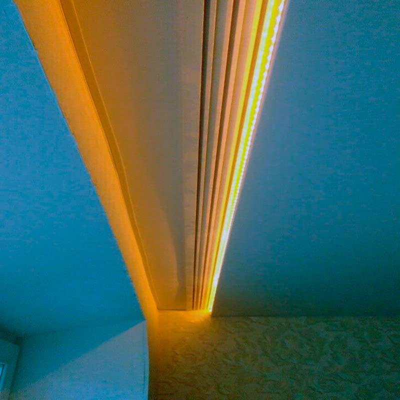 Скрытый подшторник при натяжных потолках